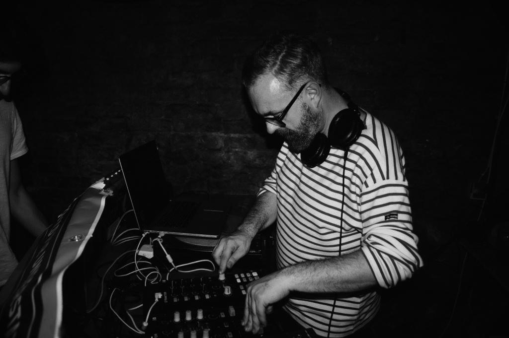 PREMIERE – Low Manuel – It's A Rough Place (Tronik Youth Remix)