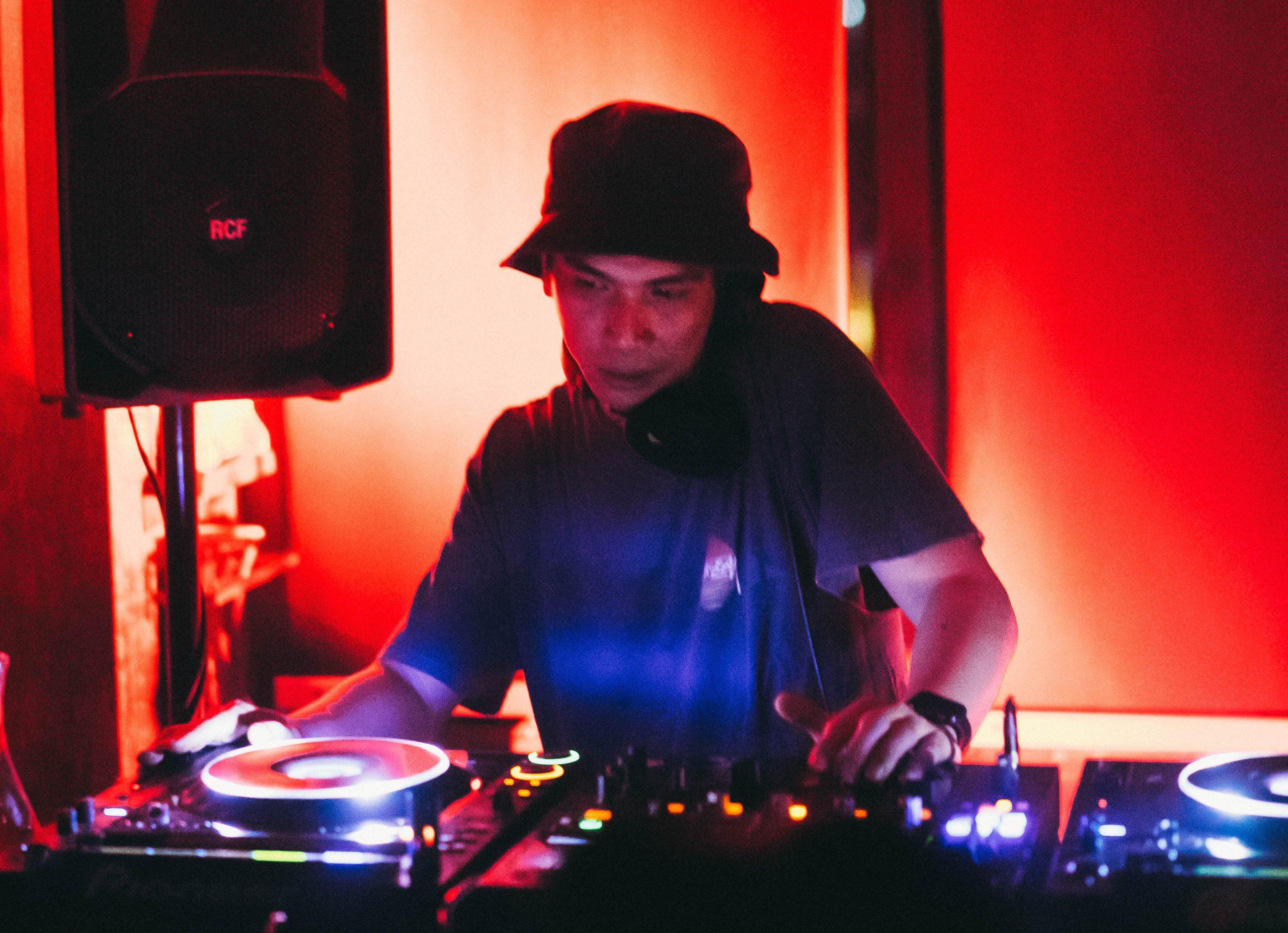 PREMIERE – Artificial – Son of a Gun (Komodo Remix) (We are Talking Machine)